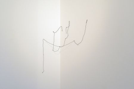 Gaspare Luigi Marcone croce di lino nero nodo installazione