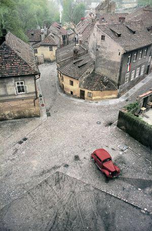 Franco Fontana Praga macchina rossa Cecoslovacchia cibachrome print