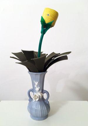 Corrado Bonomi fiore vaso pallido timido concettuale ironico
