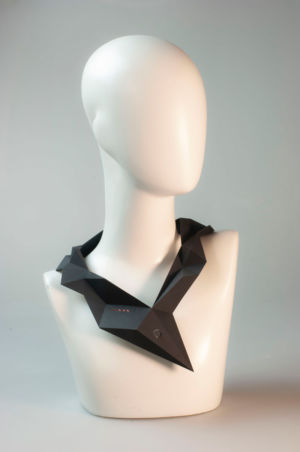 Ale Guzzetti robot gioiello d'artista girocollo stampa 3D circuito elettronico