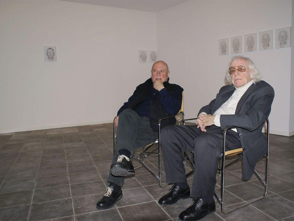 Il professor Tommaso Trini con Roman Opalka